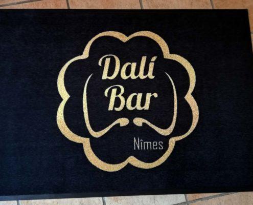 Tapis imprimé bar à Nîmes Gard